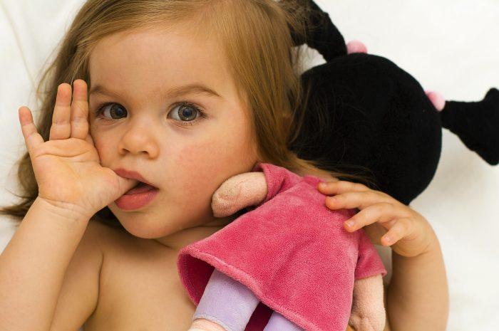 облизывание грязных пальцев
