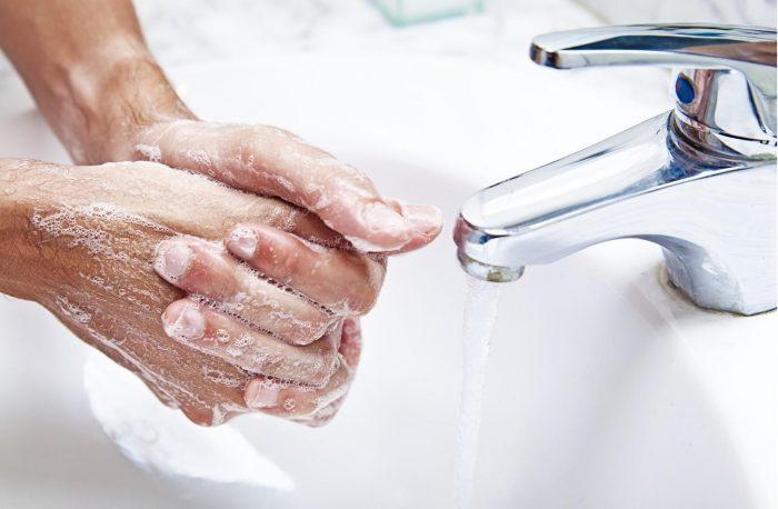 тщательно мыть руки с мылом