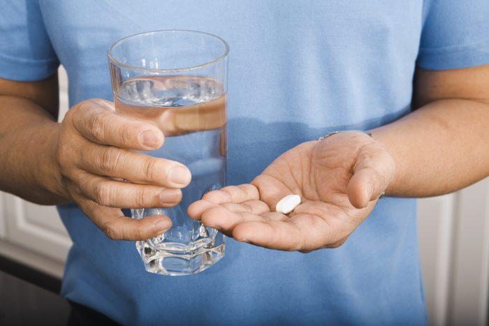 таблетки следует запивать водой